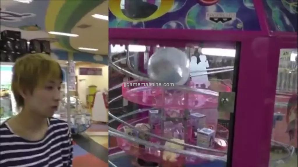 The two-claw doll machine is on fire? The doll machine is more than three claws, but also one claw, two claws, and more claws...