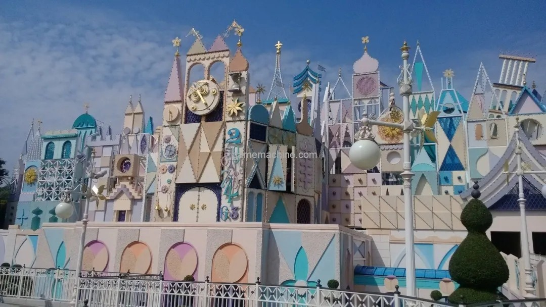The color of a castle can be one that has a glossy hue