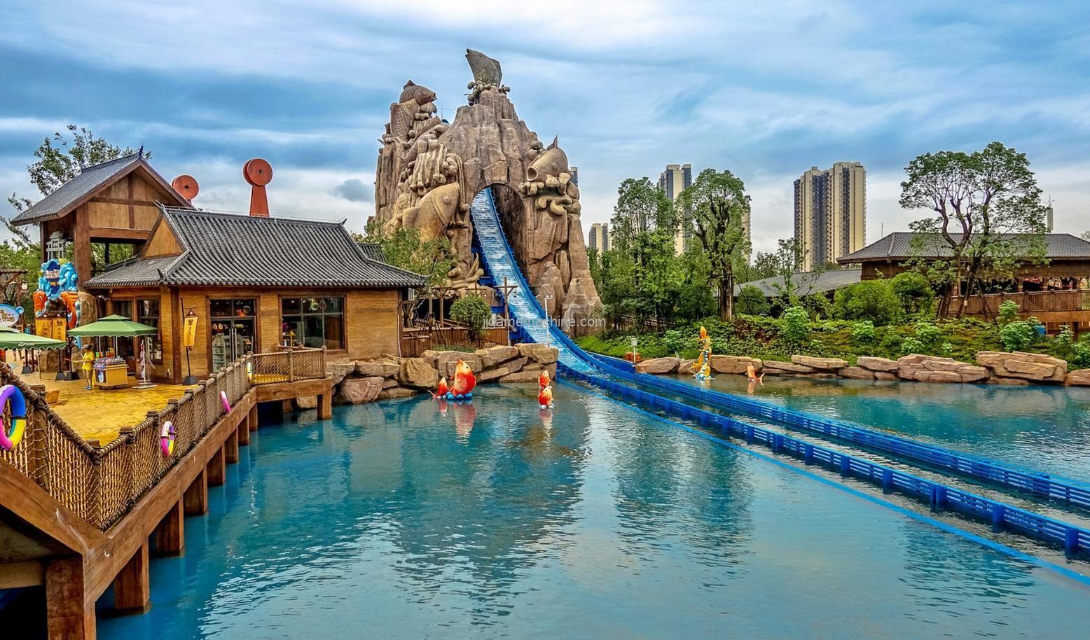 "Theme park ferocious ""into the city""!"
